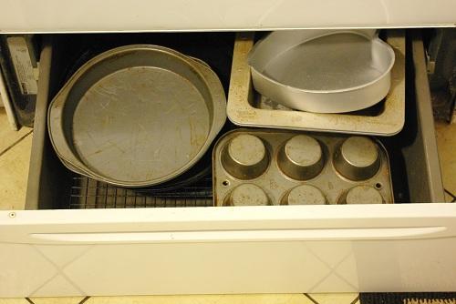 Bakeware storage before